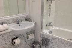 EXEC_2-bathroom